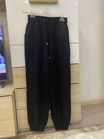 Брюки Zara (материал под джинсу) размер М