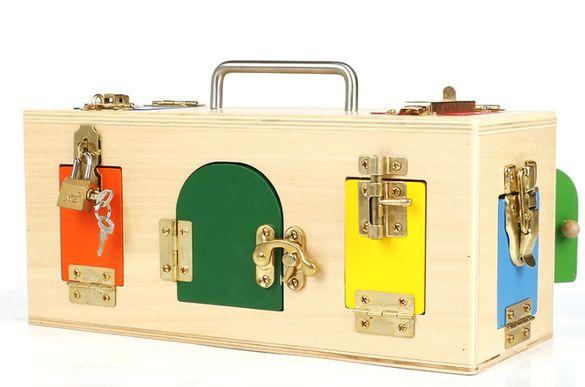 Montessori Lock Box Дървено сандъче Монтесори с метална дръжка
