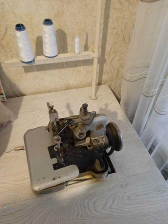 оверлог промышленый .швейная машина ножная