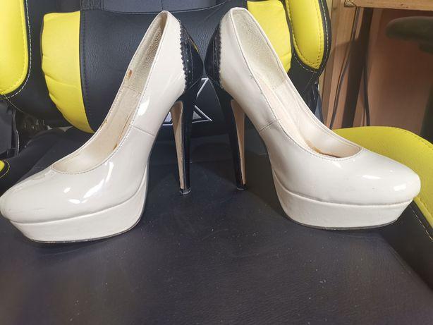 Pantofi din piele ecologica lacuita
