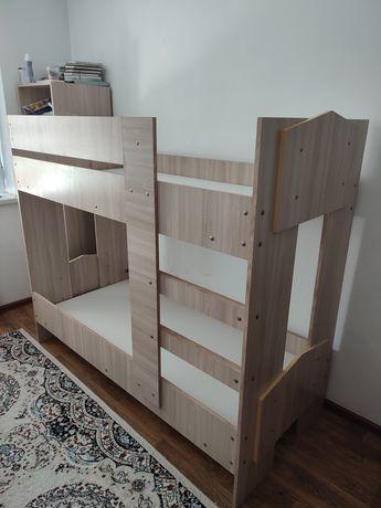 Срочно продам прочную двухъярусную кровать