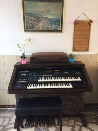 Vand doua bucăți pian pianina impecabile
