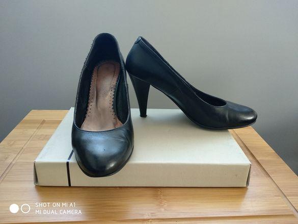 Дамски черни обувки с ток