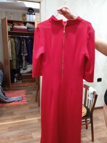 Продам красное платье.