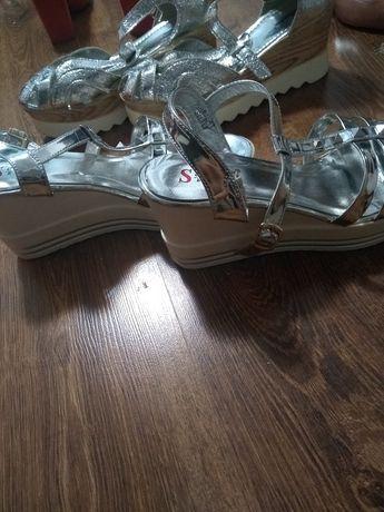 Sandale argintii cu platforma