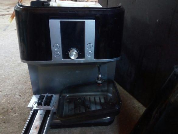 Кафе машини на части и цели саеко във идеялно състояние профилактирана