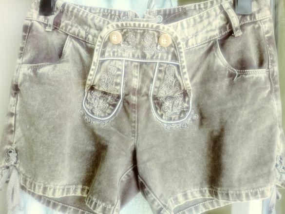 НОВИ Дамски къси дънкови панталонки, с ефектна бродерия