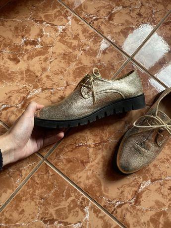 Papuci eleganti aurii
