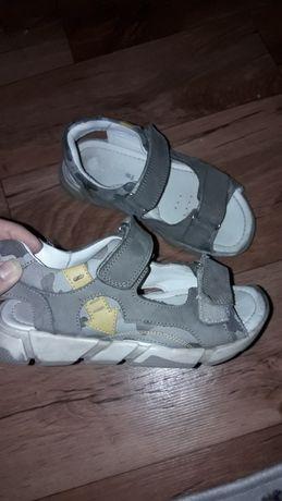 Продам сандали 31р