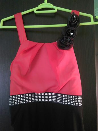 Vând rochie rosie
