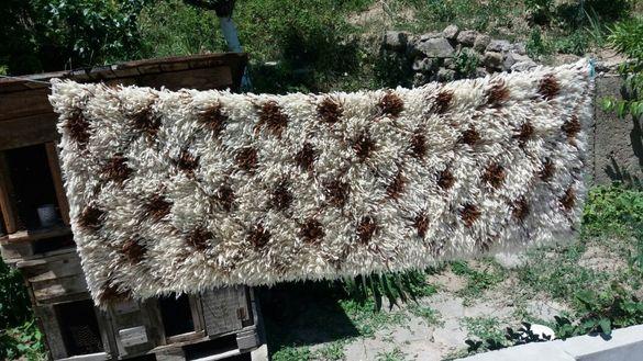 Ръчно тъкани китеници, родопски одеяла, халища и черги