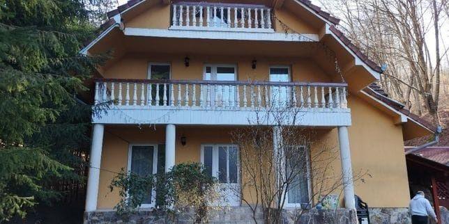Cabana- Gabriella de inchiriat cu ciubar (jacuzzi) pe valea Bratcuței.