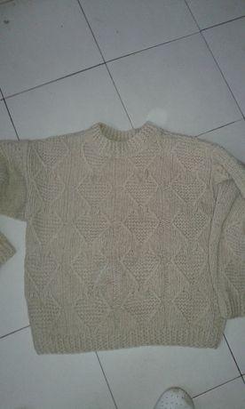 Зимен вълнен пуловер