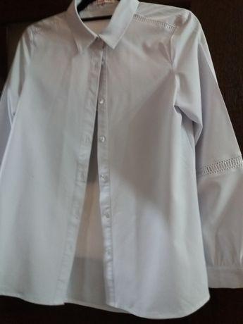 Продаю белый блузка для школа для девочек 11 лет.Состояние отличный