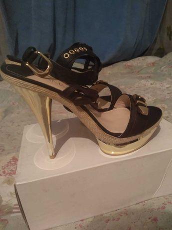 Туфли LAMANIA 39 размер новые
