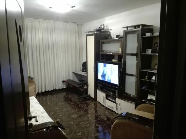 Schimb apartament 3 camere cu casa