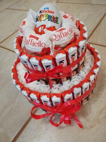 Торта от бонбони, цветя и шоколади КИНДЕР ФЕРЕРО