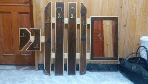 Закачалка с огледало и място за ключове тип портманто