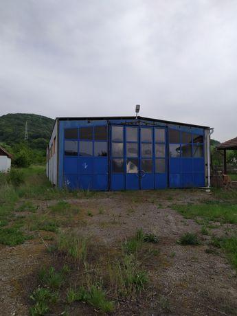 Hală industrială și teren