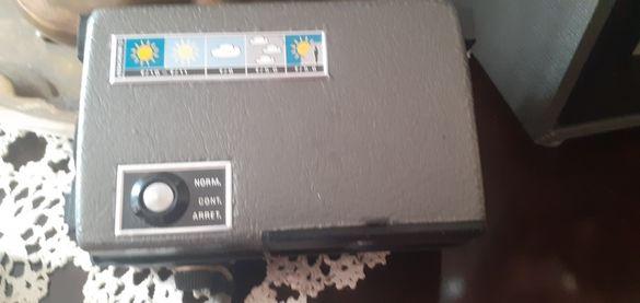 Много красива камера кодак от 70години със оргинална цветна лента