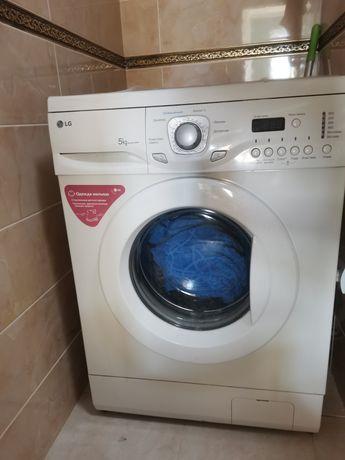 Продаю стиральную машину, состояние отличное, стирает хорошо!
