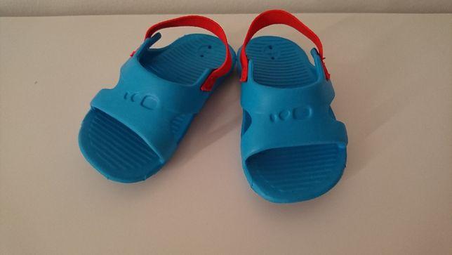 Papuci copii Decatlon nr 19-20 cm impecabili