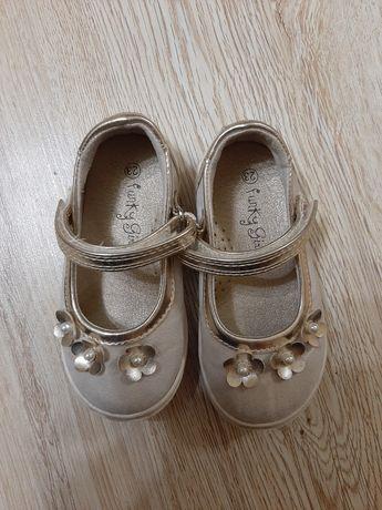 Детски обувки номер 23