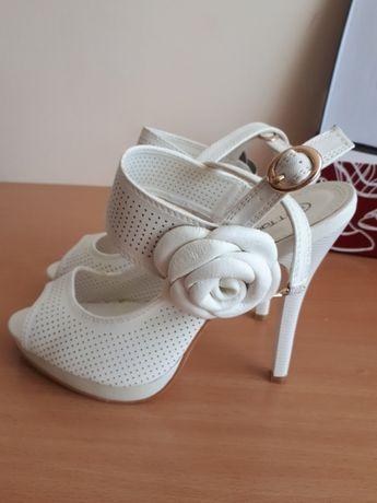 Туфли ( босоножки)