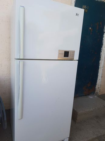 Срочно продам большой холодильник LG почти новый 80000т