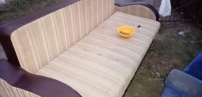Продам диван в хорошем состояние