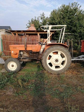 Vând tractor Fiat 640