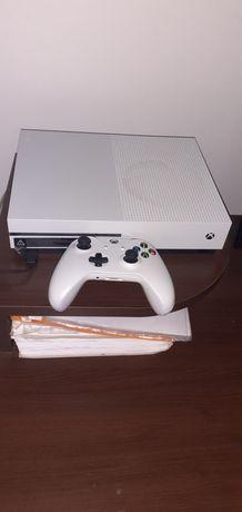 xBox One S, 500 gb, vine împreună cu un controler