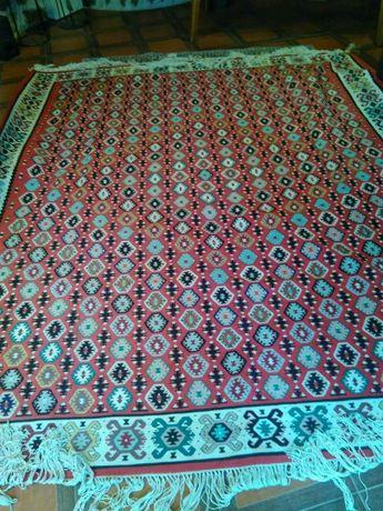 Продавам антикварен Чипровски килим нормален 1924 година