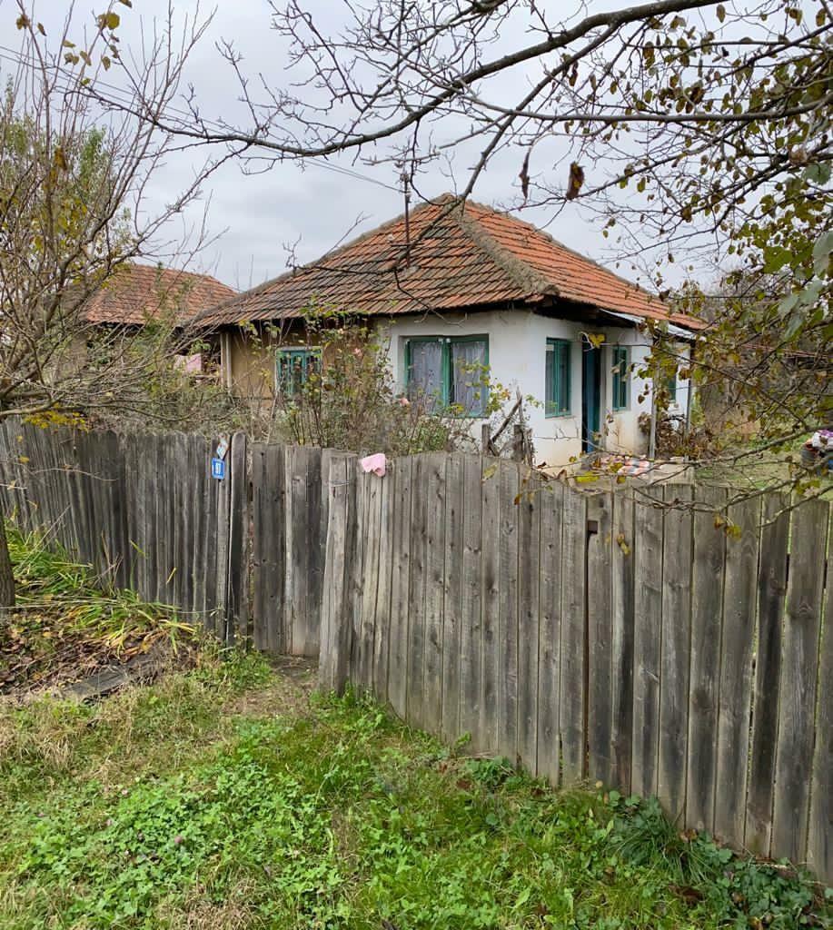 Casa 2 camere cu teren si anexe