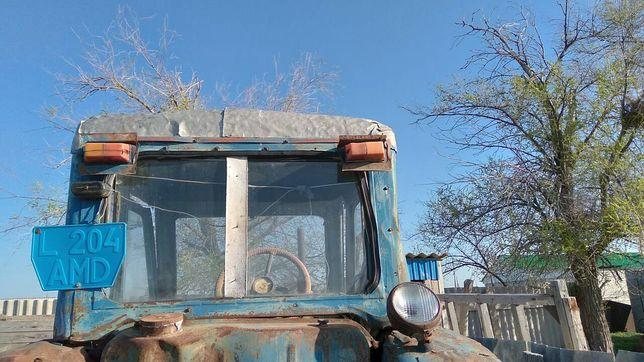Срочно продам трактор 800000
