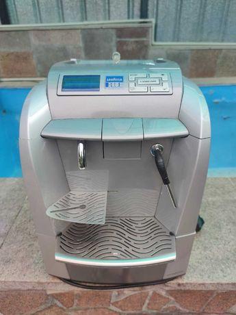Продам кофе машинку Lavazza