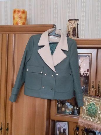 Продам женские вещи, куртки, ветровки, пиджак пальто, 44, 46 раз.