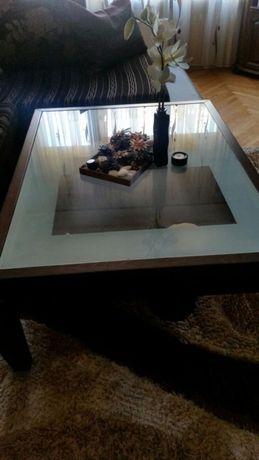 Продавам маса за всекидневна 2 във 1 масив
