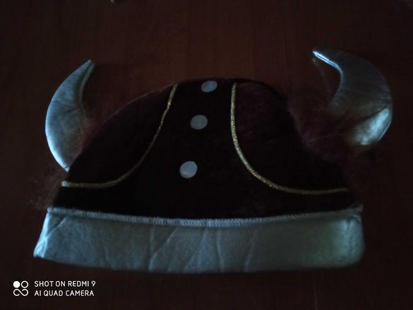Кафява шапка с рога