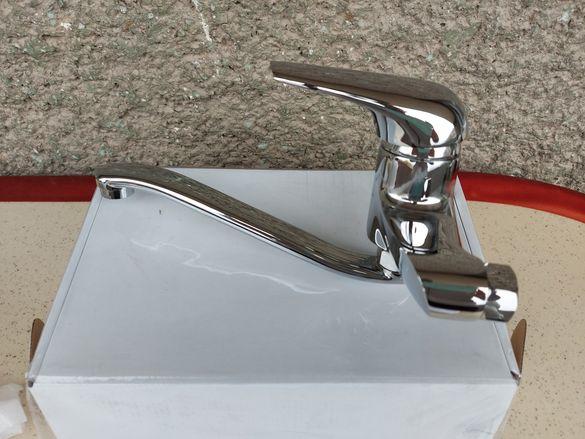 Стенен смесител за мивка