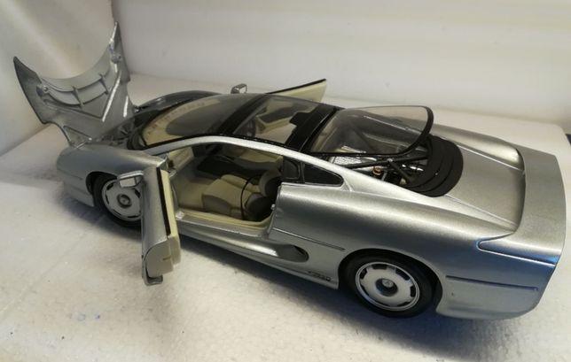 Jaguar XD220 Scara 1:18 Maisto