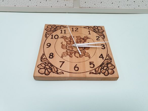 Часовник Пирография