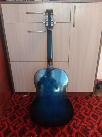 Продам гитару,причина не пользуюсь