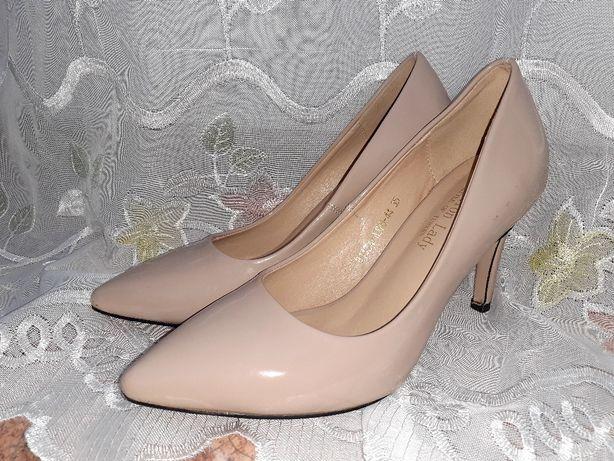Туфли лакировваные,бежевые