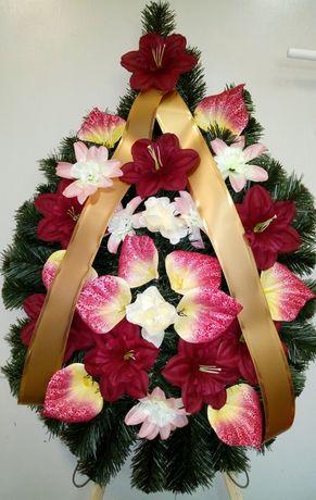 Венци с изкуствени цветя, различни видове и модели.