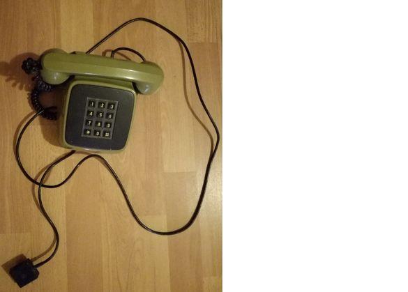 продавам стар стационарен телефон, не работи, за украса