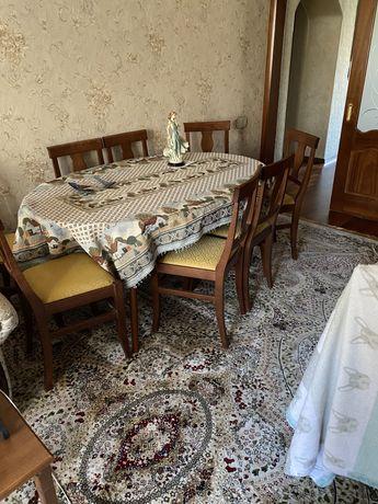 Стол со стульями в гостиную