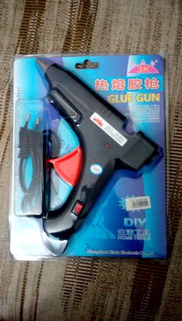 Pistol de lipit si rezerve la 1,50 lei buc