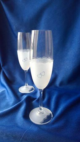Чаши с декорация Сърца