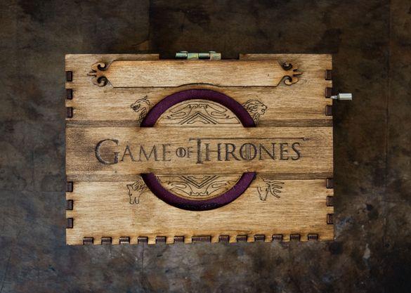 Игра на тронове музикална кутийка, Ръчно изработена дървена китийка